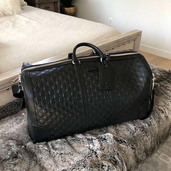 25edbbe35b4 Gucci Handbags - Gucci Signature Leather Duffle